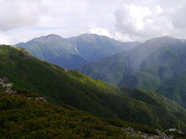 悪沢岳と赤石岳3.jpg